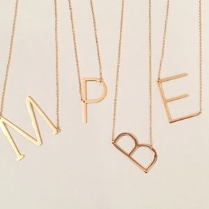 Initial necklace gold letter p